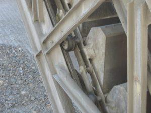 Bucket conveyor chains